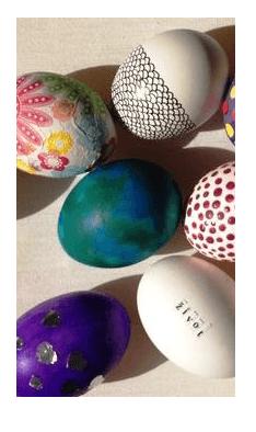 Vajíčko s nalepenými barevnými motivy